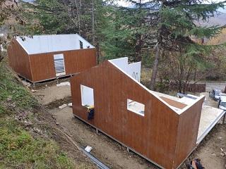 Вид на  строящиеся одноэтажные дома